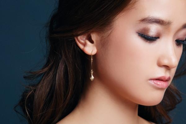 POLE TYPE GOLD & DIAMOND EARRINGS